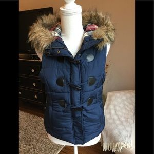 Puffer vest, faux fur hood